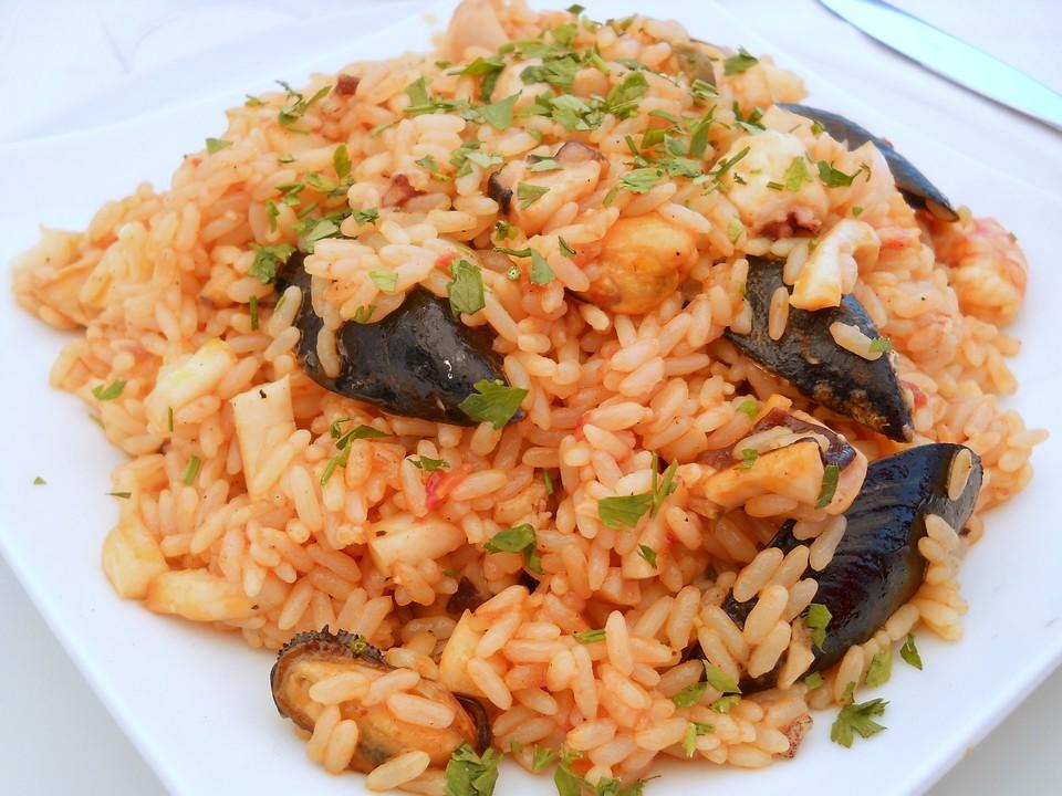 Un appetitoso piatto di risotto alla marinara.  Data di scatto: 14/09/2011.
