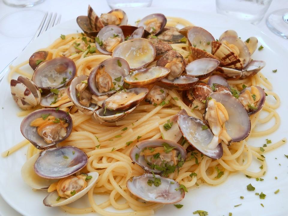 Un appetitoso piatto di spaghetti con vongole.  Data di scatto: 14/09/2011.