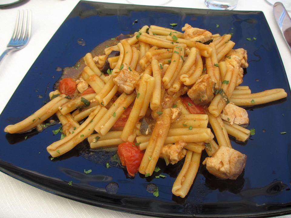 Un appetitoso piatto di caserecce al pesce spada. Data di scatto: 18/06/2013.