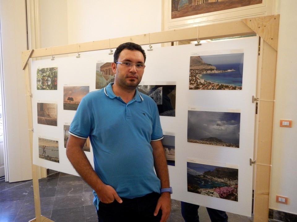 """Accanto alla foto """"Palermo - I colori del mare di Mondello"""" (in alto a destra)."""