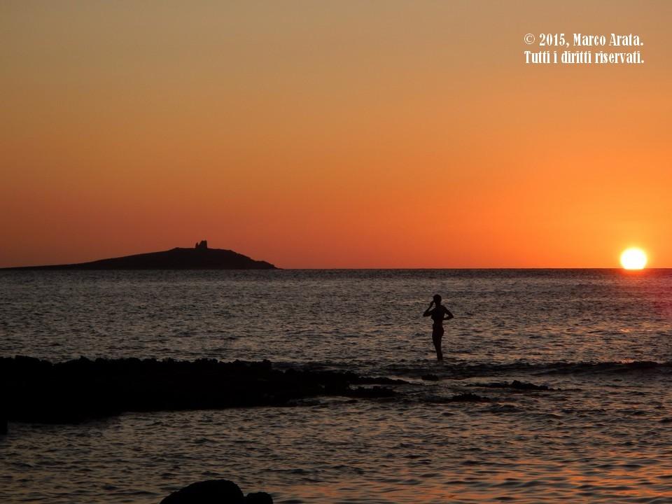 Un suggestivo tramonto estivo visto da Punta Barcarello. Data di scatto: 26/08/2015.