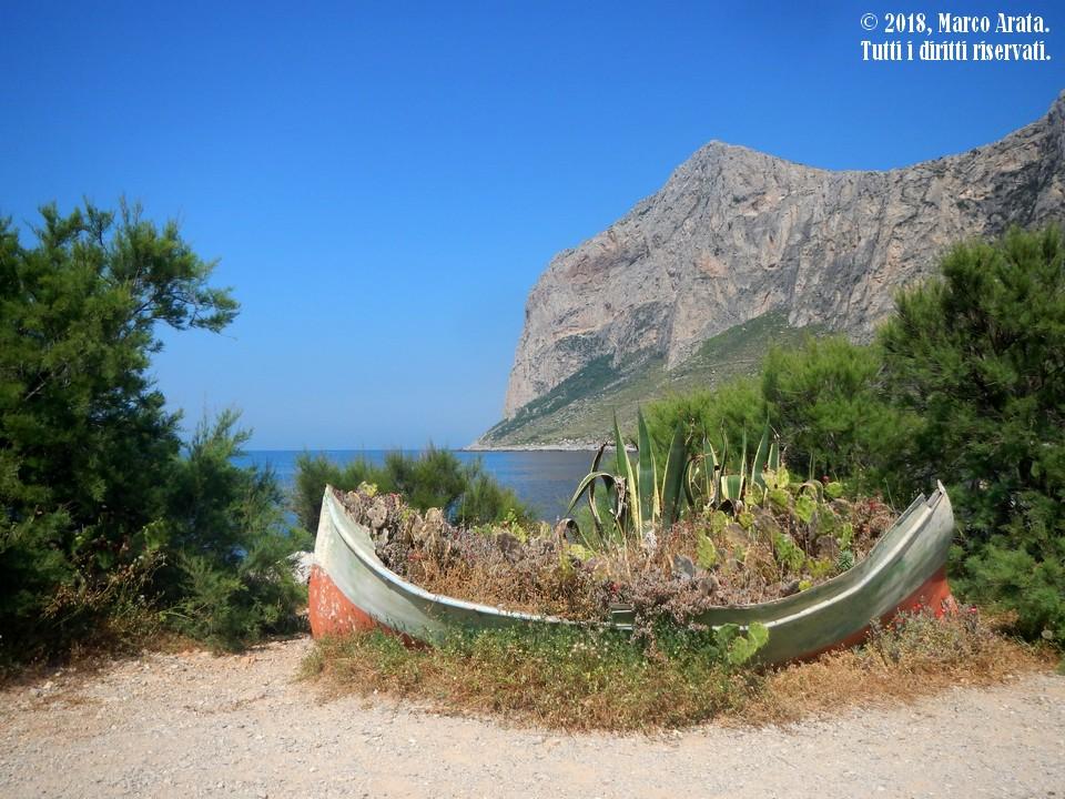 Uno scorcio suggestivo sulla Riserva Naturale Orientata Di Capo Gallo (Palermo) vista da Punta Barcarello. Location: Punta Barcarello, Palermo (Italia). Data di scatto: 30/05/2018.