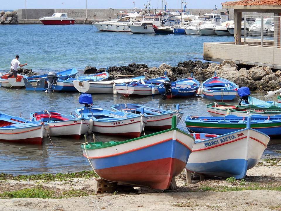 E' la sensazione che ho provato scattando questa foto nel porticciolo di Sferracavallo a Palermo. Data di scatto: 20/06/2011