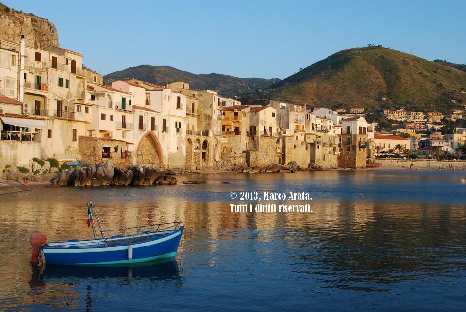 I riflessi sul mare del borgo dei pescatori di Cefalù. Data di scatto: 03/07/2009